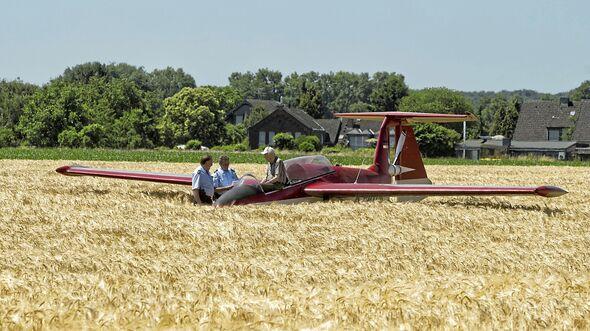 92-jähriger Pilot landet Kleinflugzeug auf Getreidefeld